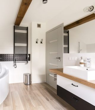 bathroom-in-black-and-white-PA9YHP9-1024x1024