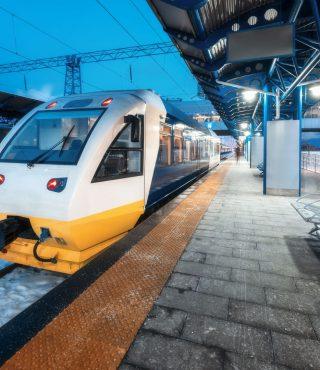 high-speed-train-on-the-railway-station-at-night-RDZ4XSU