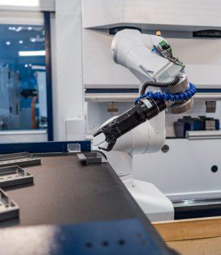 robotic-arm-modern-industrial-technology-R4FYQE8-1024x683